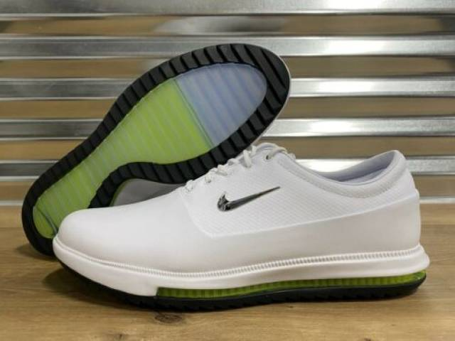 Spiked or Spikeless golf shoes: Which one should you take?